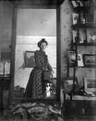 800px-Unidentified_woman_taking_her_own_photograph_using_a_mirror_and_a_box_camera,_roughly_1900